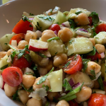 Chickpea and tomato salad bowl! (No oil)