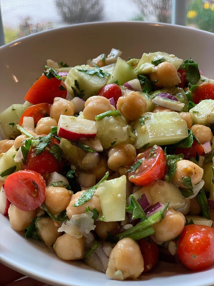 Chickpea and tomato salad bowl! (No oil)